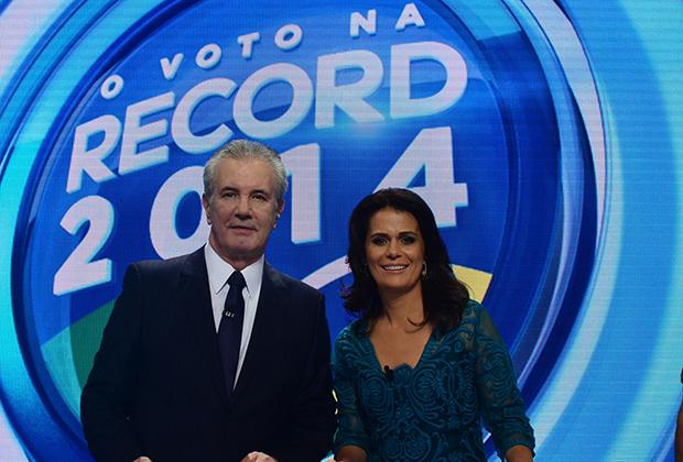 Adriana Araújo e Celso Freitas comandam o debate (Foto: Antonio Chahestian/ Record)